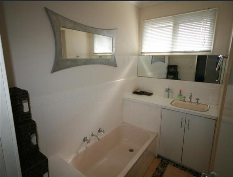 7929004__1592201672-19997-Bathroom
