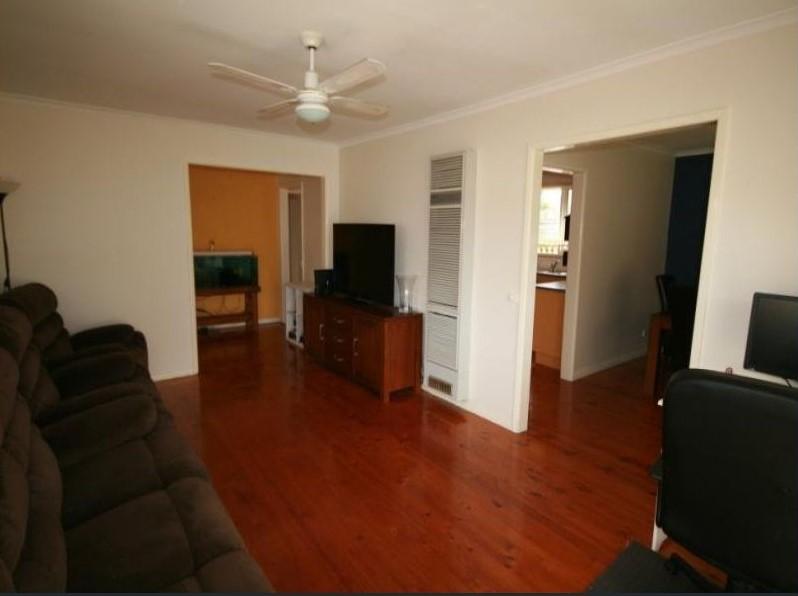 7929007__1592201680-18510-loungeroom1